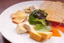 チーズの盛り合わせ   濃厚でマイルドな5種の盛り合わせ。様々な洋酒と併せられます。