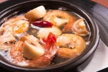 エビとマッシュルームのアヒージョ   スペイン料理の代表格!ワインやシェリーとは鉄板です。